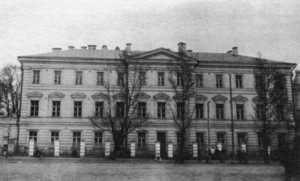 Фасад нового навчального корпусу Київської Духовної Академії.  Фотографія початку ХХ ст.